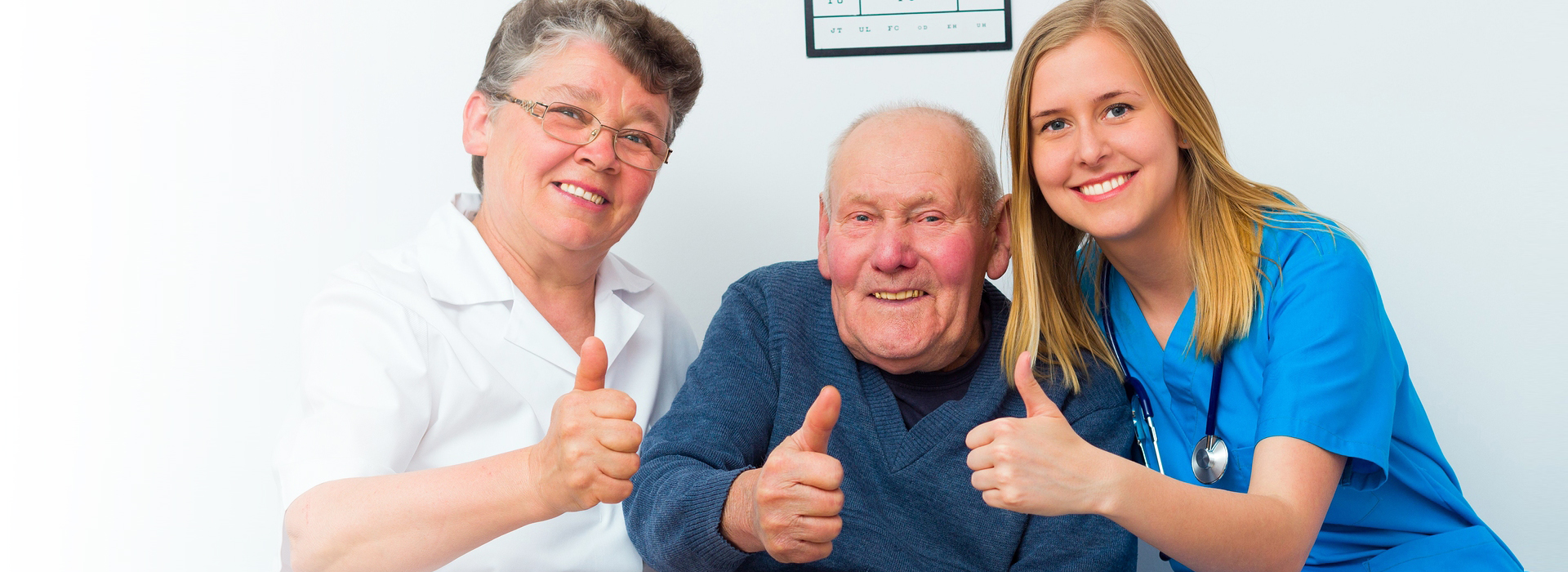 healthcare professionals and patient give a thumbs up